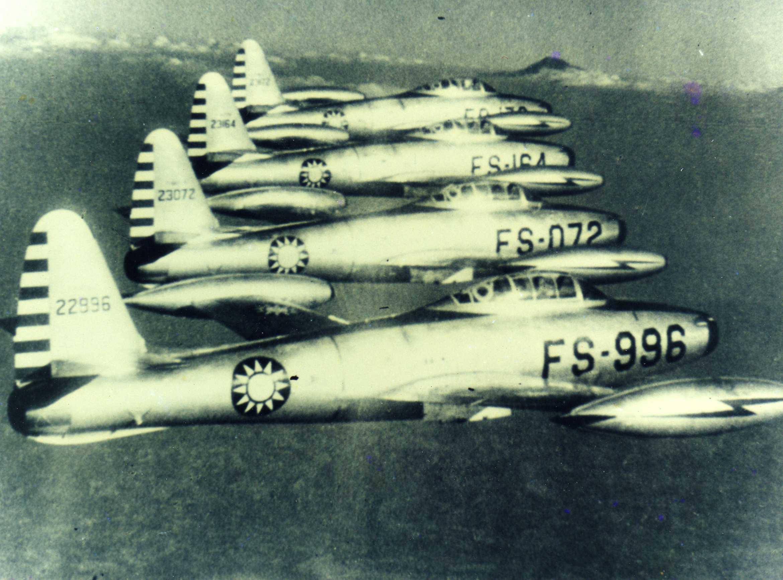 F-84G型機表演4機編隊飛行(圖:國防部空軍司令部)