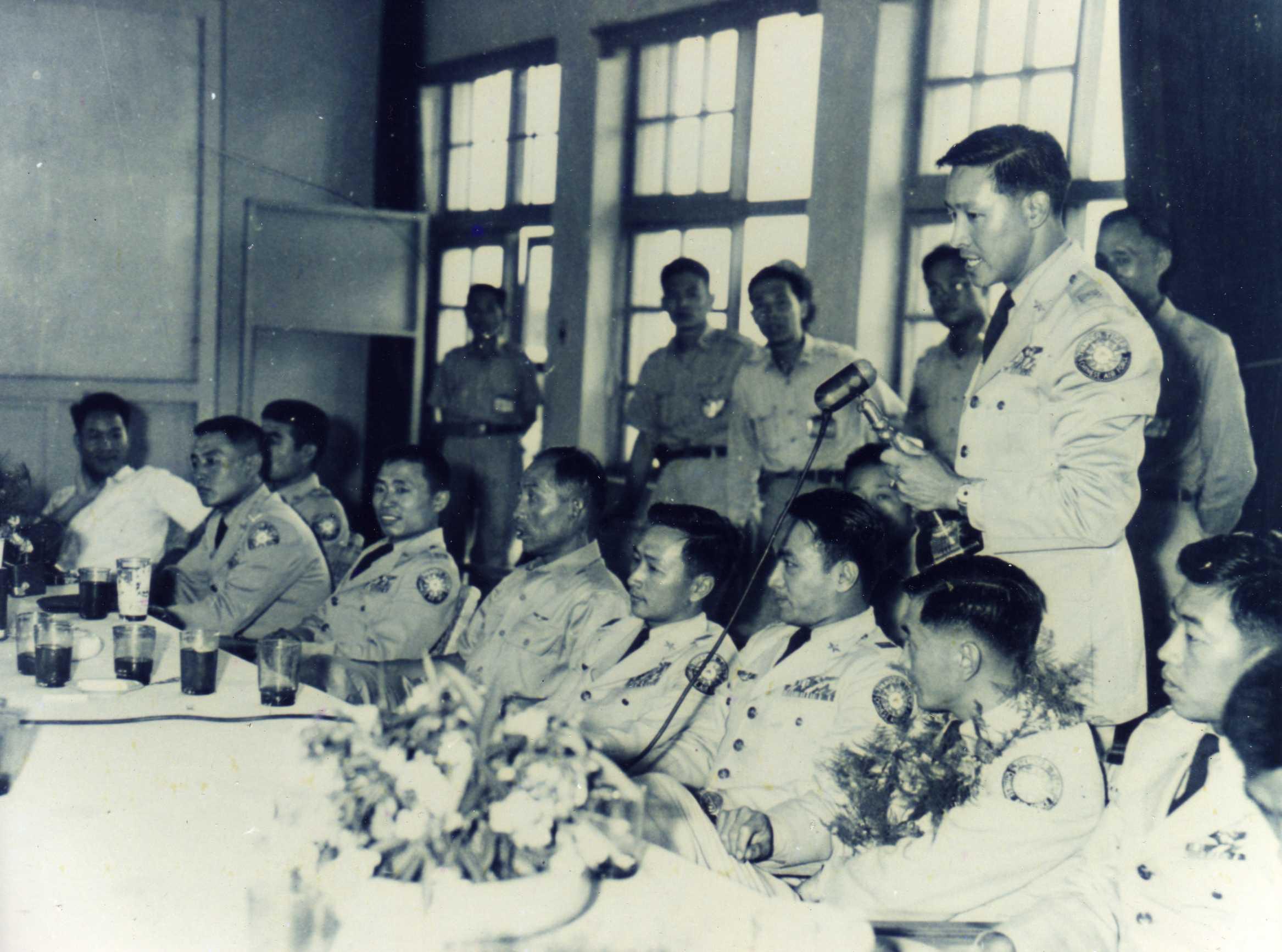 民國48年5月23日雷虎小組自美返國後召開記者會。(圖:國防部空軍司令部)