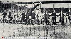 革命同志於山東接受飛行的基礎訓練-騎腳踏車