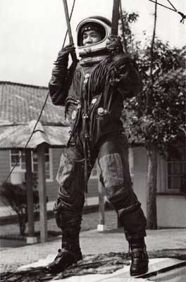 Chiu Song-zhou wore the new type of full-pressure high-altitude pressure suit to take the survival training.